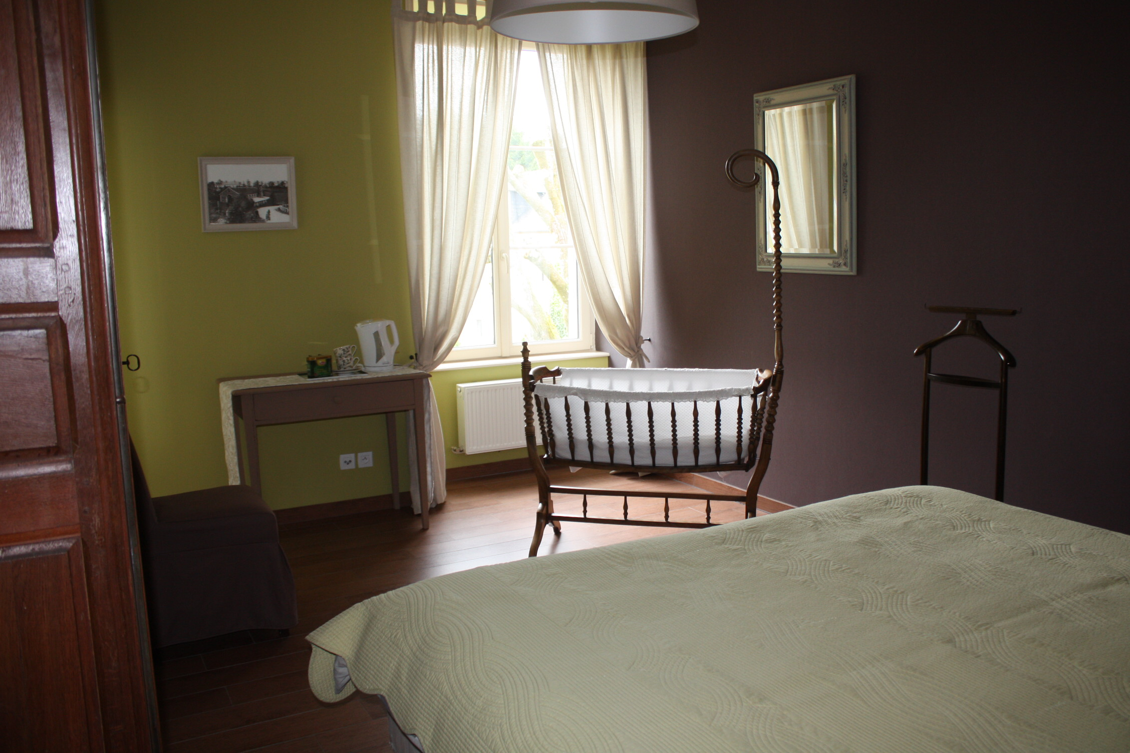 room-with-cot